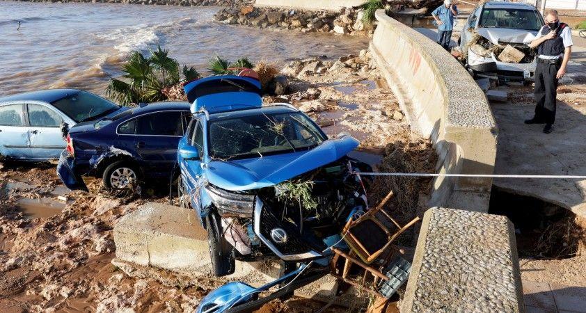 İspanya'da sel suları araçları denize sürükledi, 5 bin ev elektriksiz kaldı