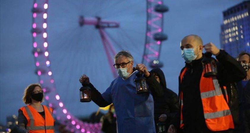 İngiltere'de Kovid-19 salgınında son 77 günün en yüksek vaka sayısı açıklandı