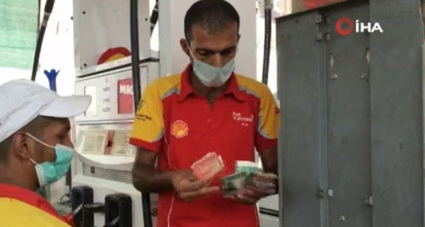 Pakistan'da aşı olmayana benzin satışı yapılmıyor