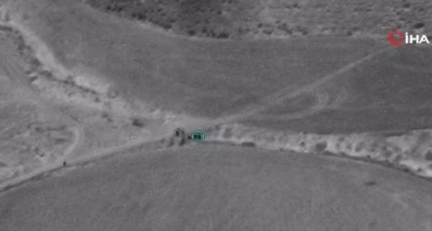Azerbaycan ordusu Ermenistan'a ait mühimmat dolu araçları imha etti