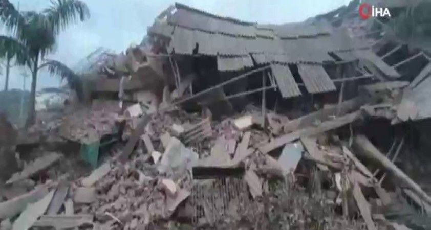 Hindistan'da çöken binadan 60 kişi kurtarıldı