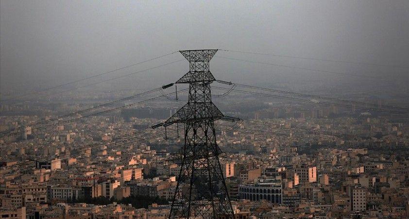 İran'da halk elektrik kesintilerine çözüm bulunmasını istiyor