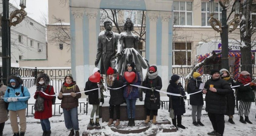 Rusya'da Navalny destekçileri Sevgililer Günü'nde sokaklara döküldü