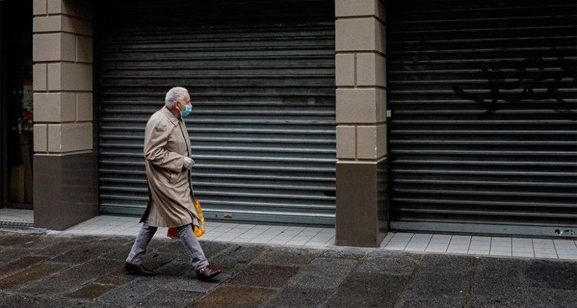 Fransa'da Kovid-19 günlük vaka sayısındaki rekor artışlar devam ediyor
