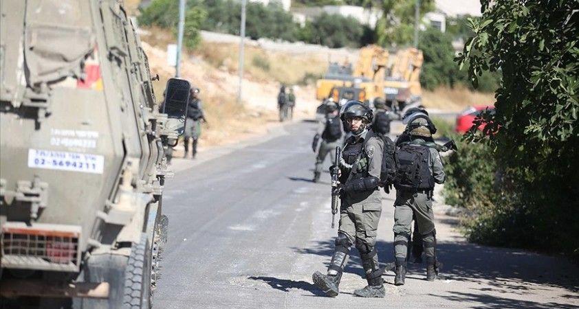 İsrail güçleri evlerine baskın düzenledikleri Filistinli aileye işkence etti