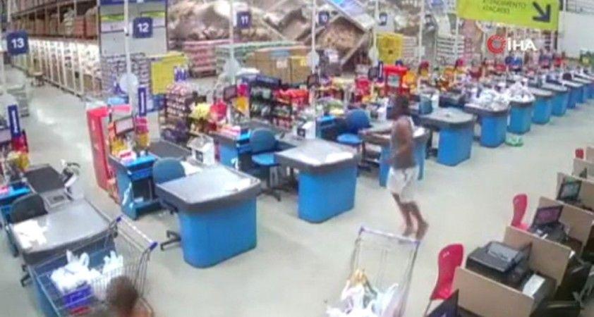 Süpermarket rafları domino taşı gibi devrildi: 1 ölü, 8 yaralı