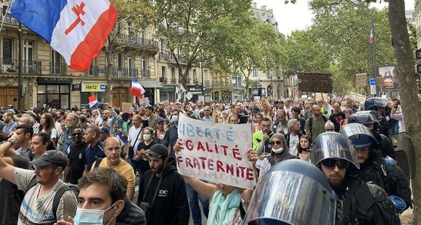 Fransa'da hükümetin Kovid-19 ile mücadele politikası karşıtı gösteriler 6. haftasında devam etti