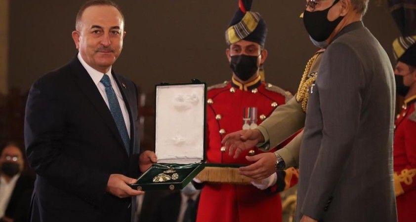 Bakan Çavuşoğlu, Pakistan Cumhurbaşkanı Alvi tarafından kabul edildi