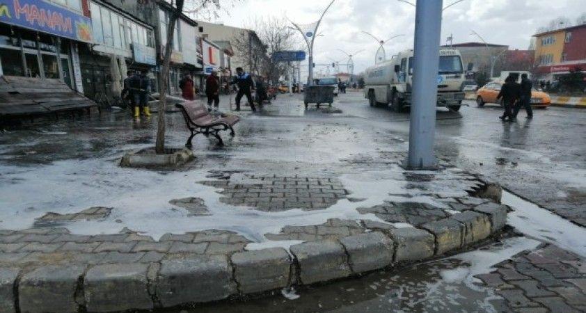 Çaldıran Belediyesinden korona virüsüne karşı dezenfekte çalışması