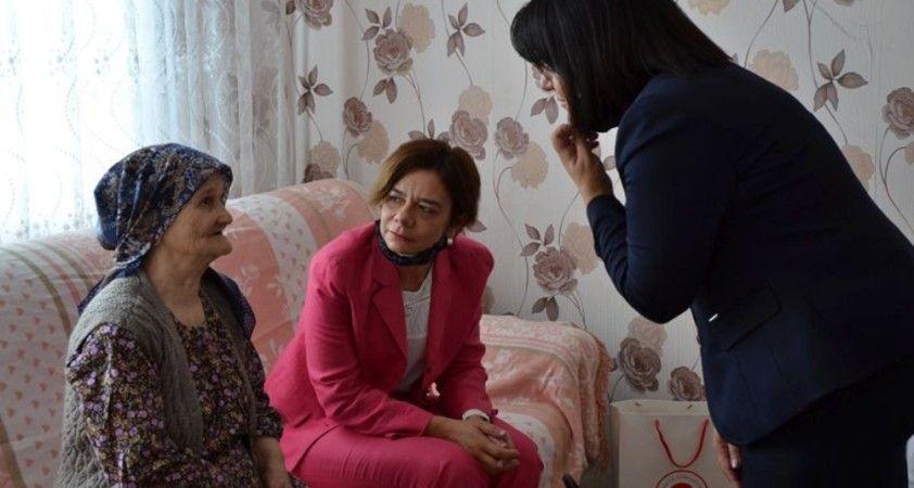 Türkiye'nin Sofya Büyükelçisi Sekizkök, Naim Süleymanoğlu'nun annesini ziyaret etti