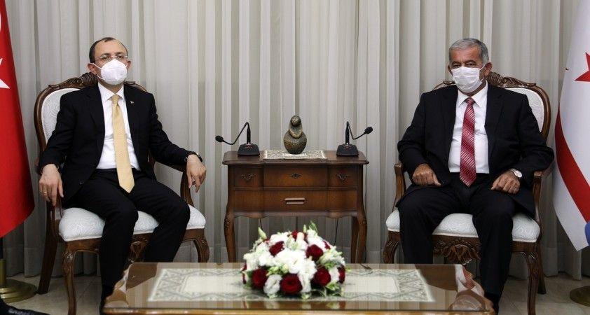 Ticaret Bakanı Muş, KKTC Meclis Başkanı Sennaroğlu ile görüştü