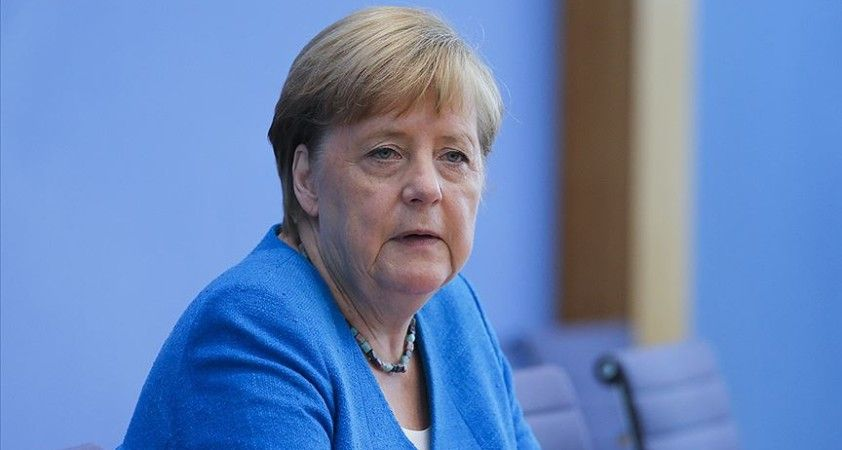 Merkel, seçime 1 gün kala 'Almanya'nın istikrarı' için Laschet'e oy istedi