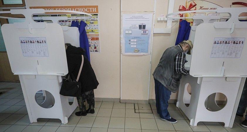 Rusya'da ara seçimler için halk sandık başında