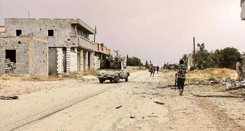 Libya ordusu ile Hafter milisleri Trablus Havaalanı çevresinde çatışıyor