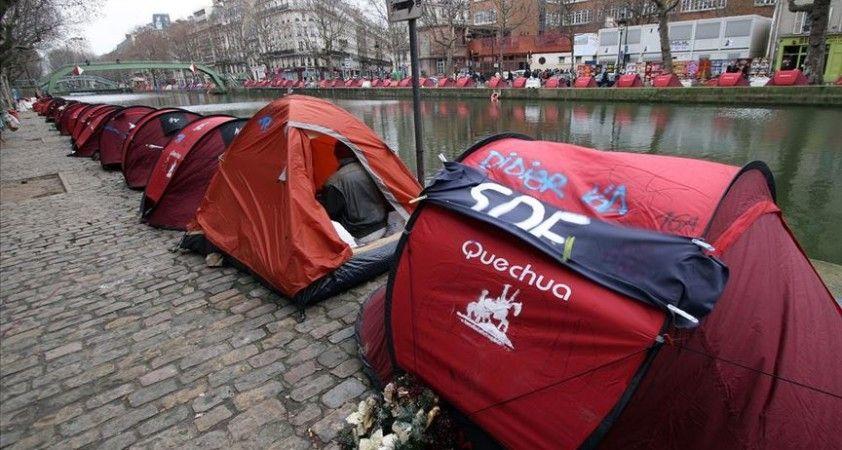 Paris'te evsizlerin kaldığı barınaklarda Kovid-19'a yakalanma oranları yüzde 94'ü buluyor