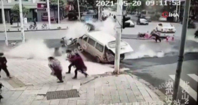 Wuhan'da kanalizasyon patladı, yol havaya uçtu: 4 yaralı