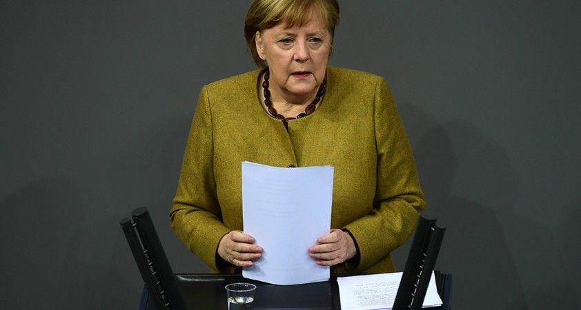 Merkel'den Almanya'daki kısıtlamaların gereğinden fazla 1 gün sürmeyeceğine dair söz