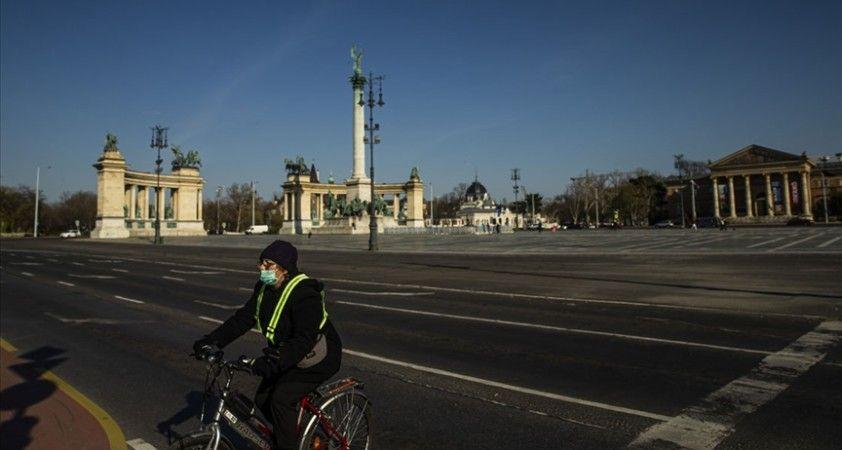 Macaristan'da 'aşı kimliğine' sahip vatandaşlar daha fazla olanaktan faydalanıyor