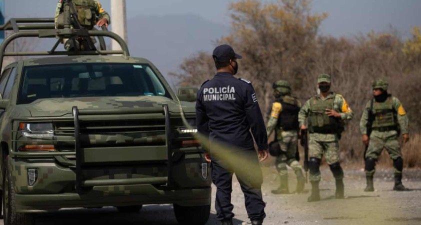 Meksika'da polis konvoyuna saldırı: 13 ölü