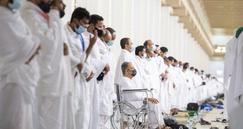 Hacı Adayları Arafat'ta öğlen namazı kıldı