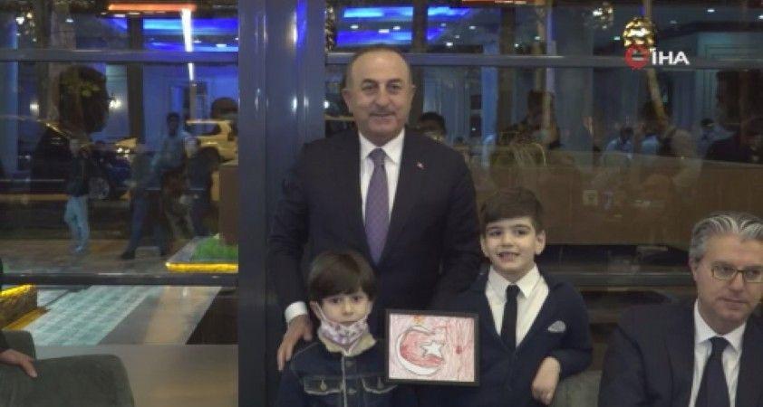 Bakan Çavuşoğlu, Tacikistan'daki Türk vatandaşları ile bir araya geldi