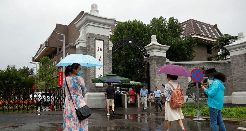 Çin'de kız öğrencilere 'açık giyinmeyin' uyarısı yapan üniversiteye tepkiler sel oldu