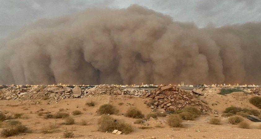 Suudi Arabistan'da kum fırtınaları devam ediyor