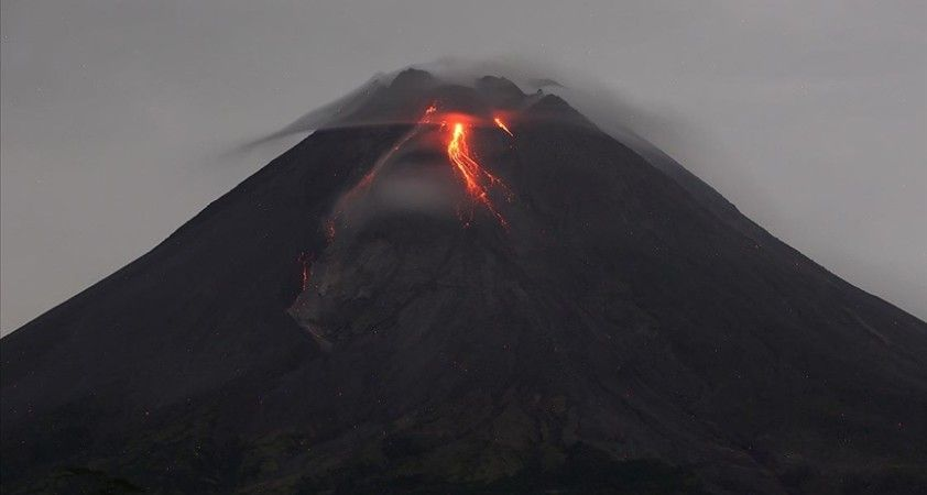 Endonezya'da Merapi Yanardağı'nda volkanik hareketlilik yaşandı