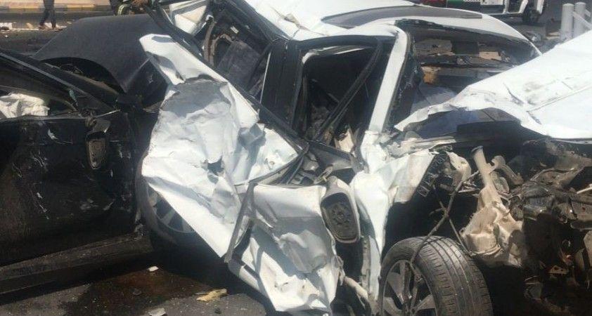 Suudi Arabistan'da tır kırmızı ışıkta bekleyen araçları biçti: 4 ölü, 5 yaralı