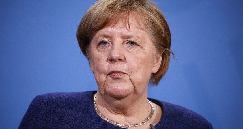 Putin'le görüşmesi sırasında Merkel'in telefonu çaldı