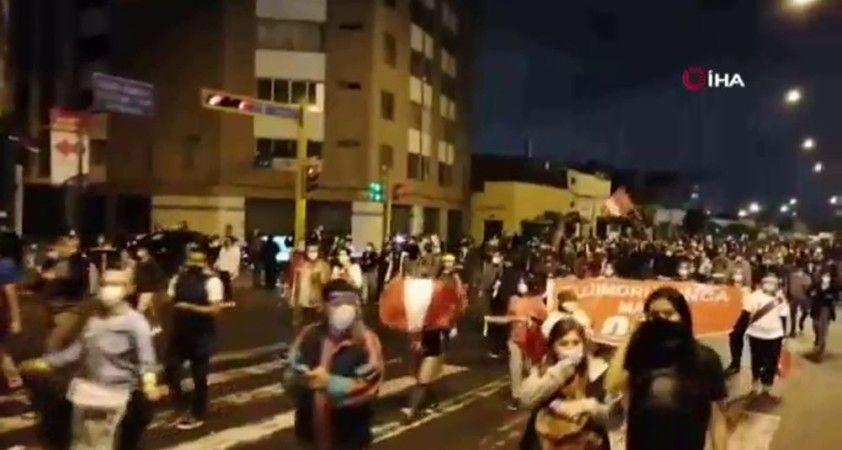 Peru Devlet Başkanı Vizcarra görevden alındı, sokaklar karıştı