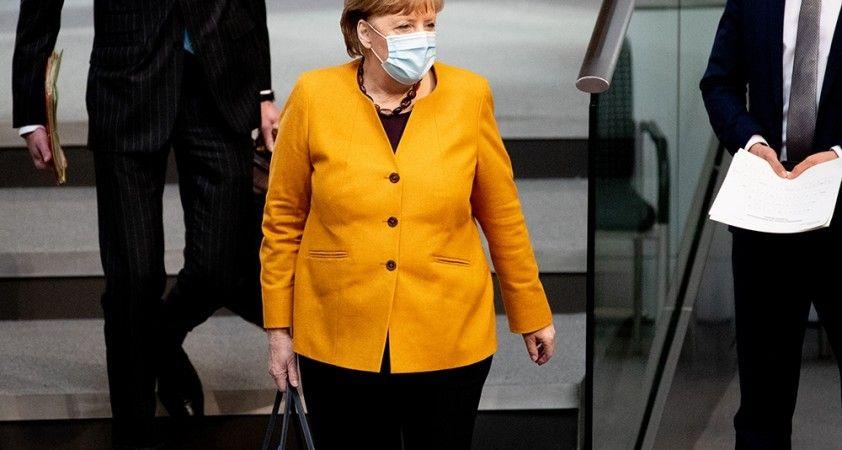 Merkel geri adım attı, Paskalya kısıtlamalarını durdurdu