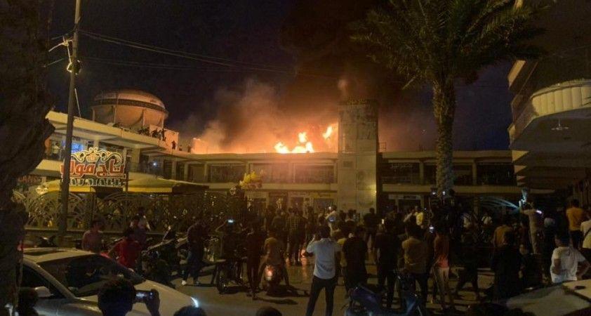 Irak'ta bir AVM'de yangın çıktı