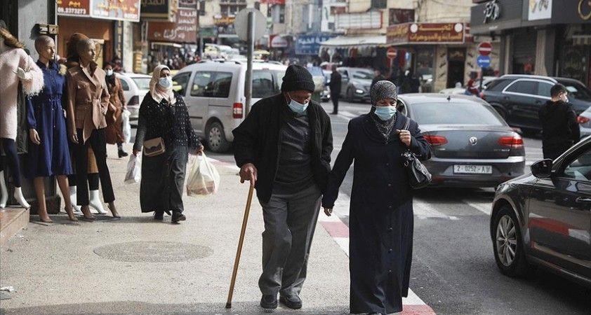İsrail'de milyonlarca doz aşı yapılırken Filistinliler endişeyle ilk dozun geleceği günü bekliyor