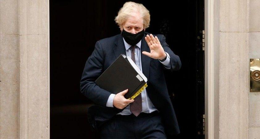İngiltere Başbakanı Johnson yarın Oxford-AstraZeneca aşısı yaptıracak