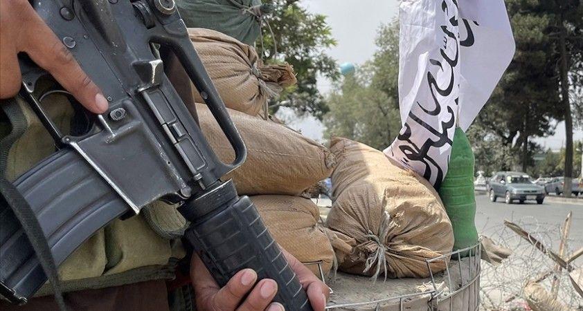 Afganistan'da Taliban bayrak yürüyüşünde kalabalığın üzerine ateş açtı