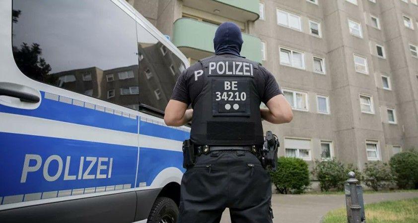 Dusseldorf'ta havalimanında bıçaklı saldırı