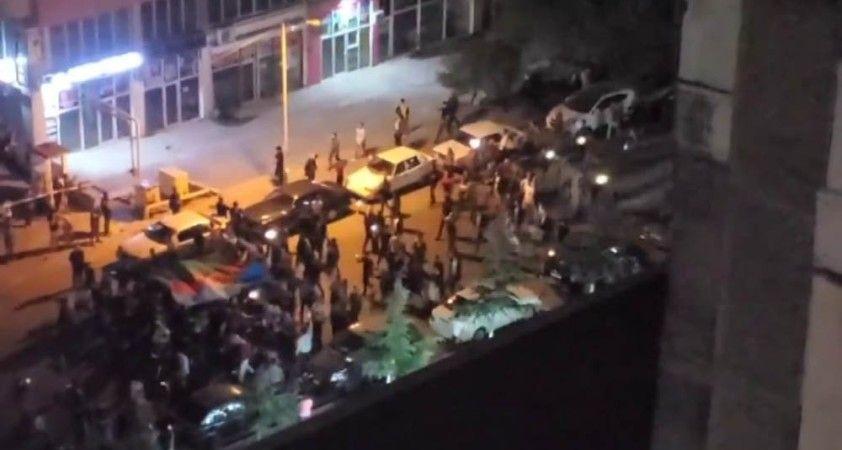 Azerbaycan'da halk sokaklarda kutlama yapıyor