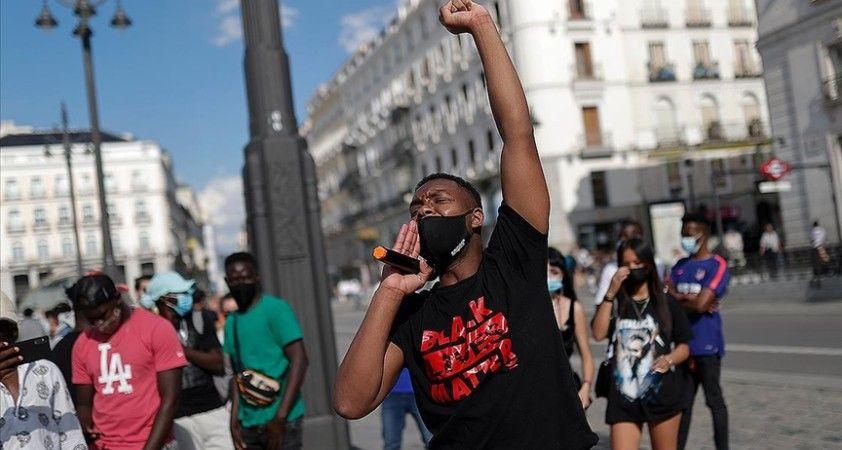 Madrid'de ırkçılık karşıtı gösteri düzenlendi