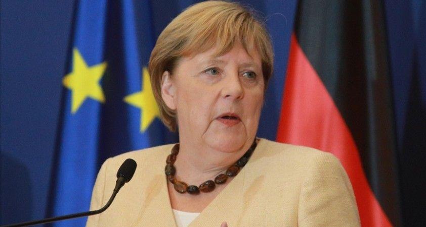 Avrupalılar olası 'Avrupa Başkanı' seçiminde Macron'u değil Merkel'i tercih ediyor