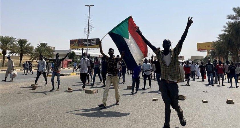 Sudan'da OHAL'i reddeden iktidar ortağı, halkı süresiz sivil itaatsizliğe çağırdı