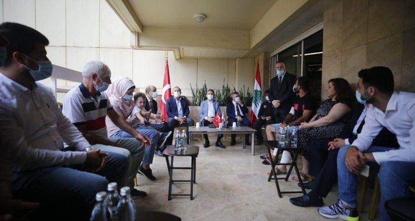 Cumhurbaşkanı Yardımcısı Oktay ve Bakan Çavuşoğlu, patlamada yaralanan Türk aileyi ziyaret etti