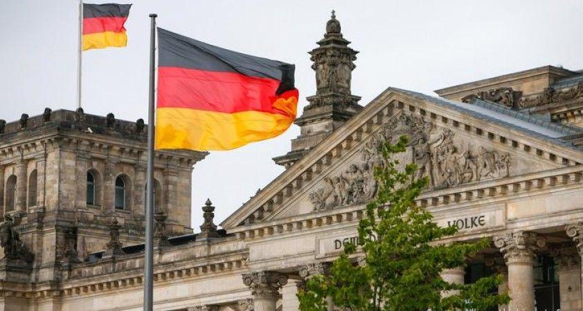 Almanya'da 'gevşetme' tartışması