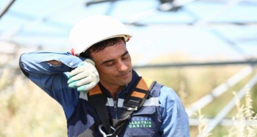 Uedaş saha ekipleri hayatı aydınlatıyor