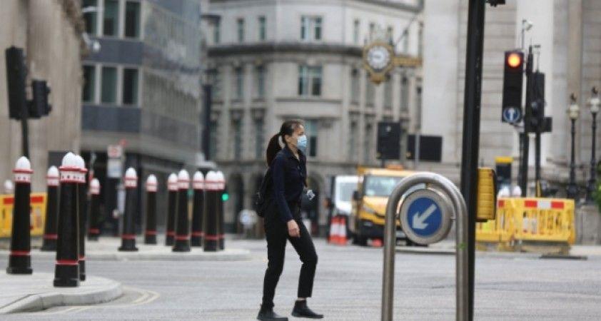 İngiltere'de son 24 saatte 20 bin 530 yeni vaka