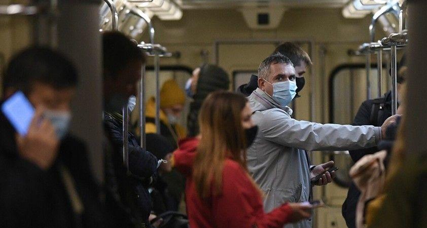 Rus uzmandan koronavirüs salgınının sonuna ilişkin tahmin: Önümüzdeki yaz durum normale döner