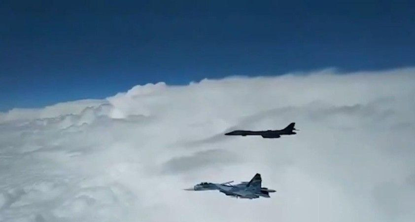 Rus savaş uçakları ABD bombardıman uçaklarına engelleme yaptı