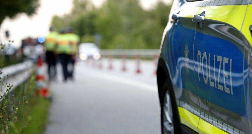 Almanya'da bir kişi aracı ile kalabalığa daldı: 1 ölü, 3 yaralı