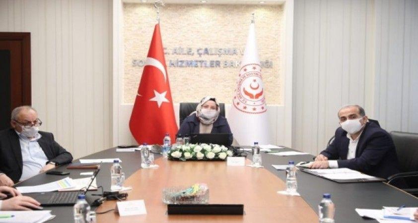 Bakan Selçuk, TÜRMOB ve TOBB Başkanları ile video konferansla