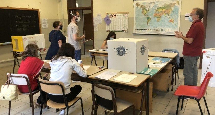 İtalya'da halk parlamenter sayısını azaltmak için sandık başında